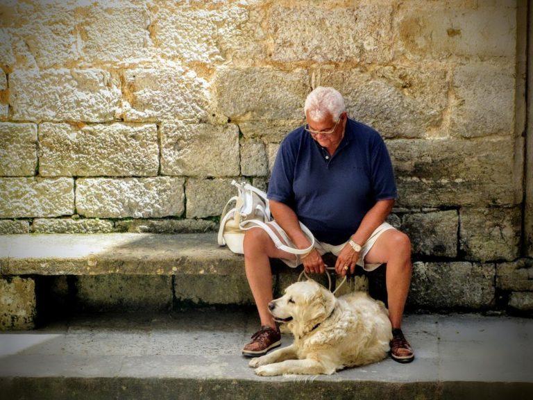 Jak zadbać o należytą opiekę dla osób starszych